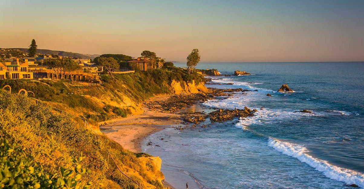 Stunning California Beach House Inspired By The Horizon: Properties In Newport Beach